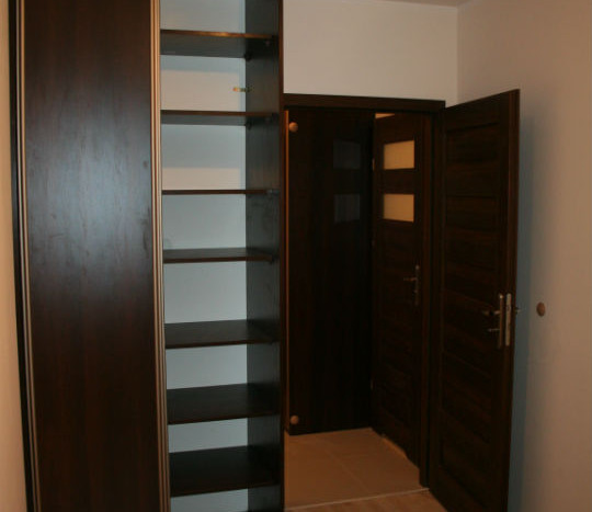 Sypialnia z przestronną szafą